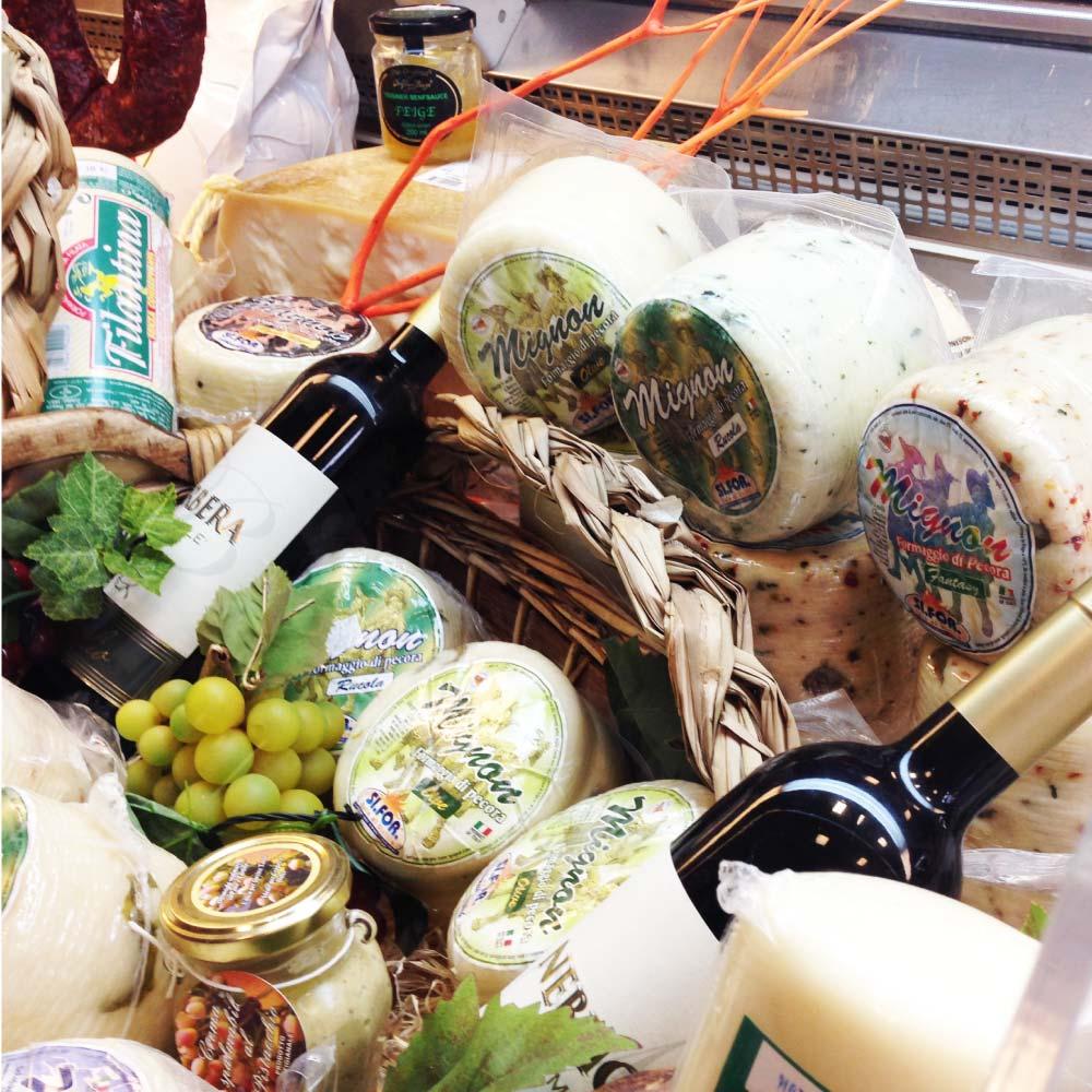 Italienische Feinkost im Bistro in Hannover, Wein, Spirituosen, Öl, Wurst, Käse, Pasta, Süßigkeiten